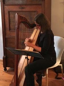 Karin Reitz musiziert
